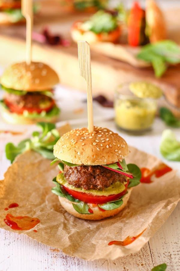 Mini Pesto Burger Sliders foto de archivo