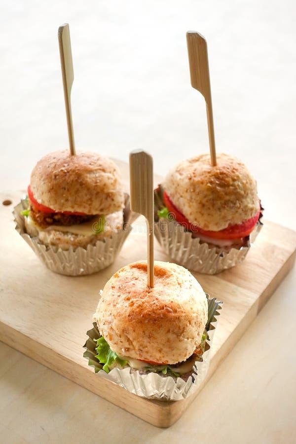 Mini petisco do Hamburger fotografia de stock
