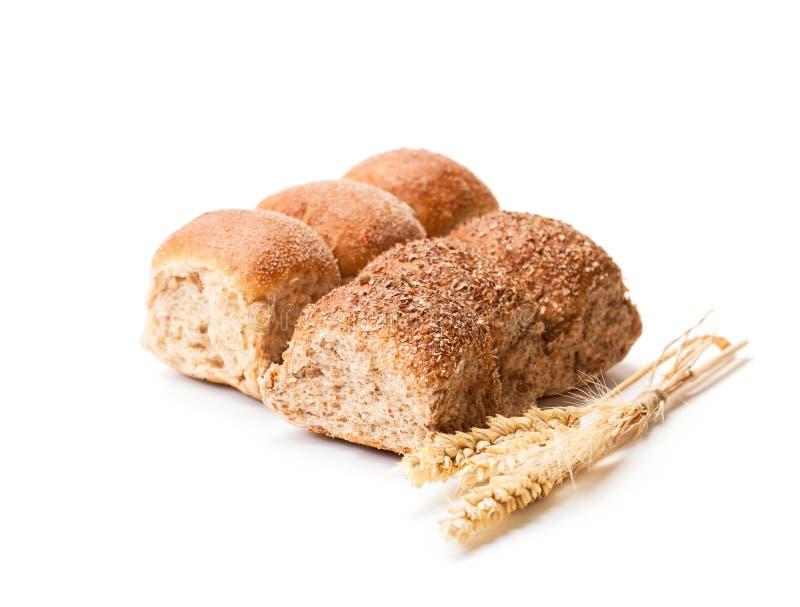 Mini petits pains et oreilles de blé d'isolement sur le fond blanc images stock