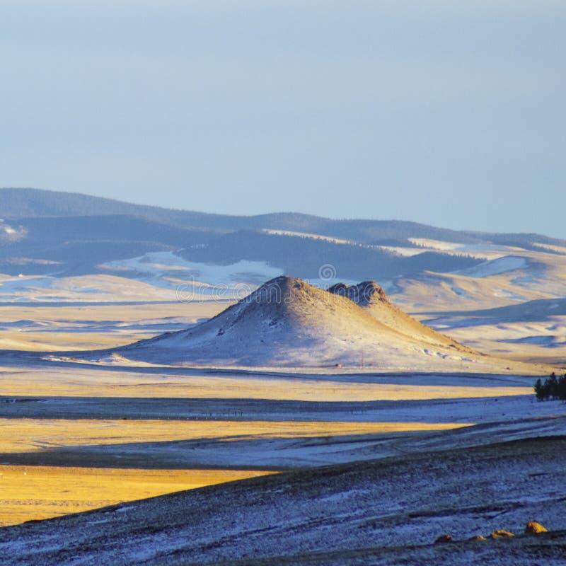 Mini pico en un valle en el sol de la tarde de Colorado fotografía de archivo libre de regalías