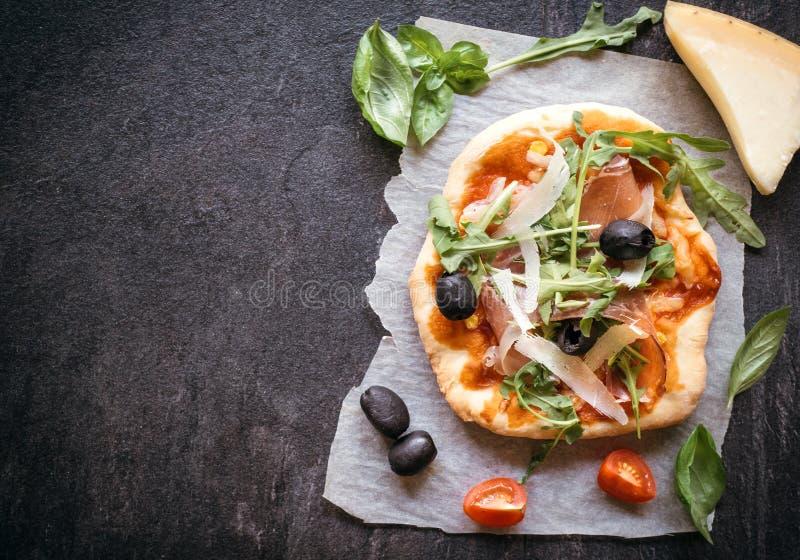 Mini pizza di prosciutto di Parma fotografia stock
