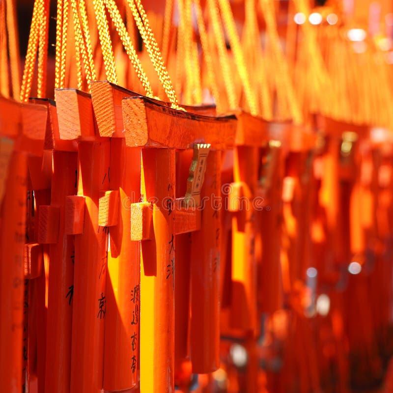 Mini portoni arancio da vendere come ricordo fotografia stock