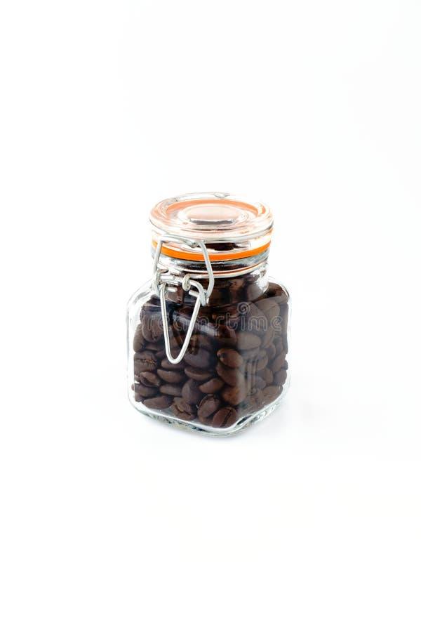 Mini Preserving Jar fyllde med grillade kaffebönor arkivbild
