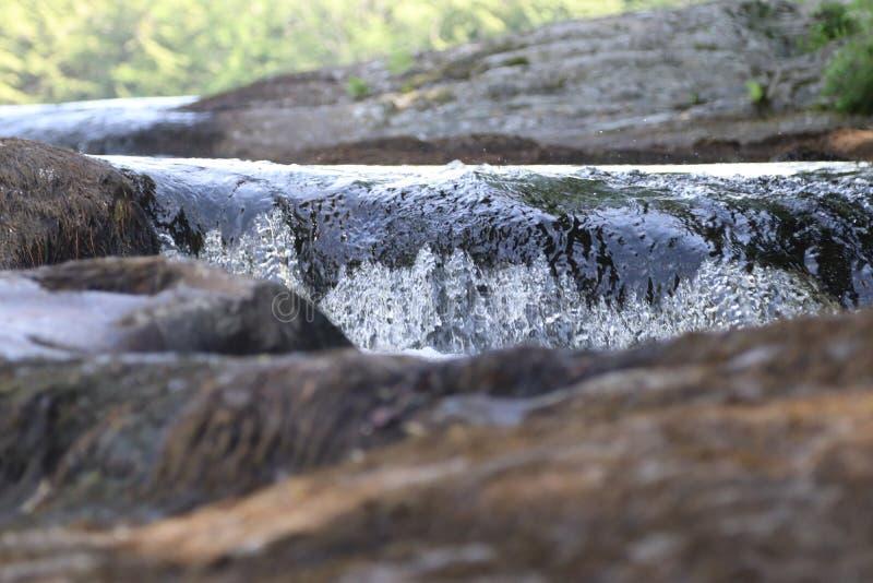 Mini primer de la cascada en el verano fotografía de archivo libre de regalías