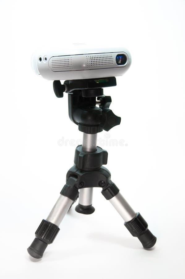Mini-projektor på en liten tripod royaltyfria foton