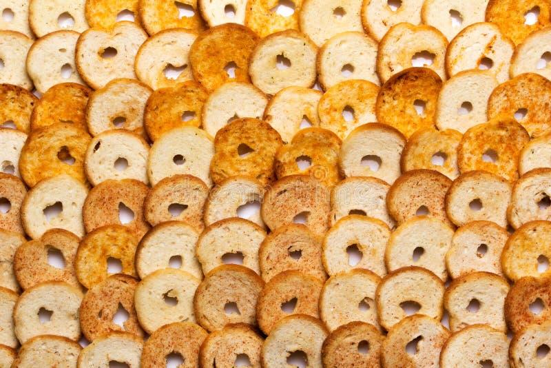 Mini redondos pequenos cozem rolos em um fundo branco imagem de stock