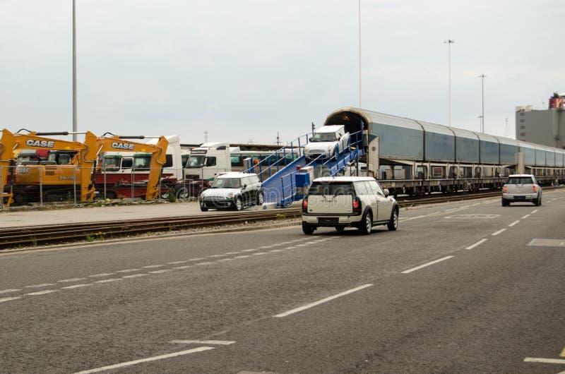 Mini samochody rozładowywający, Southampton doki zdjęcia stock