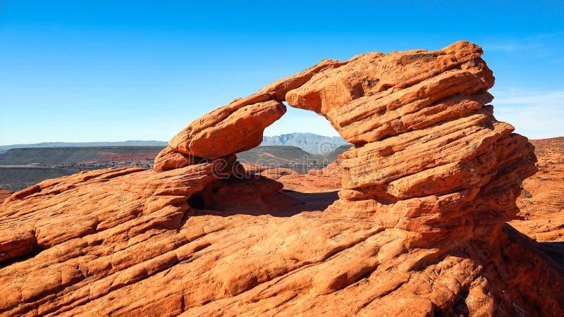Mini Sandstone Arch på banbrytaren parkerar i St George, Utah arkivbild