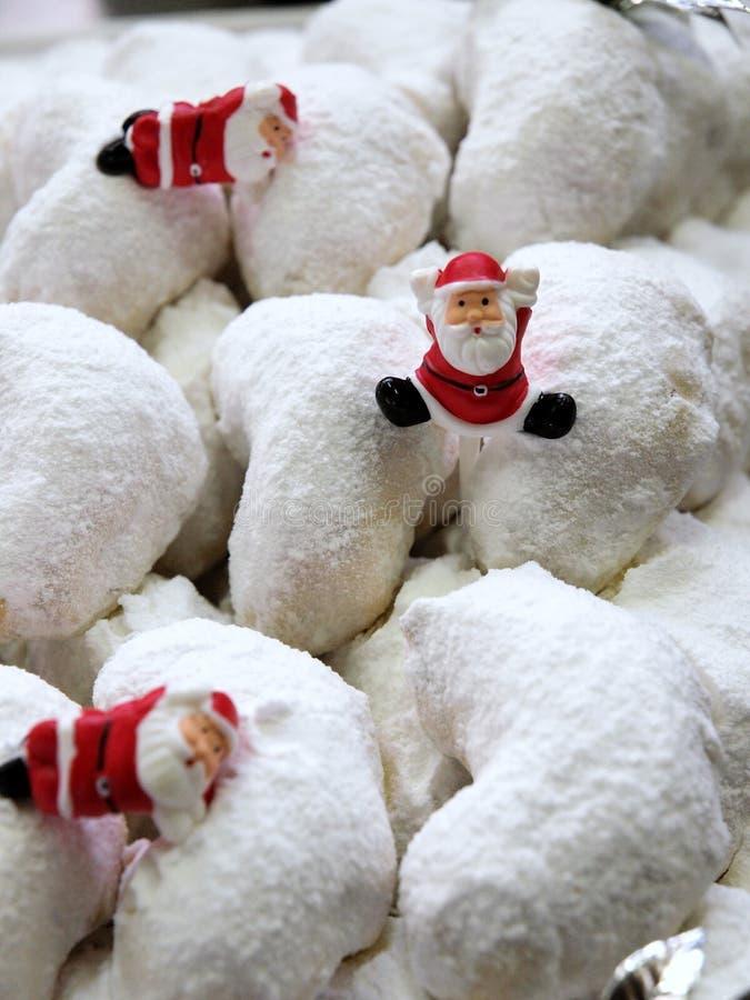 Mini Santas en los pasteles imagenes de archivo