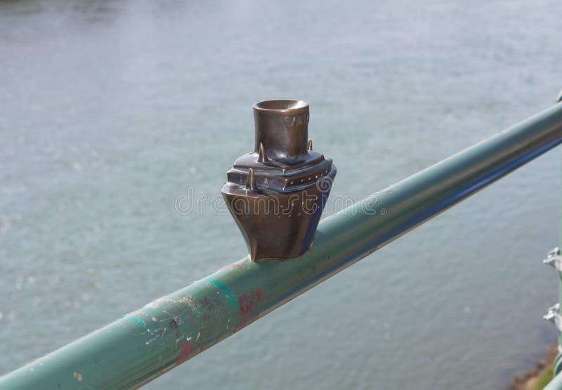 Mini sculpture en métal de photo de Carpathia de bateau de bateau dans Uzhgorod Ukraine photographie stock libre de droits