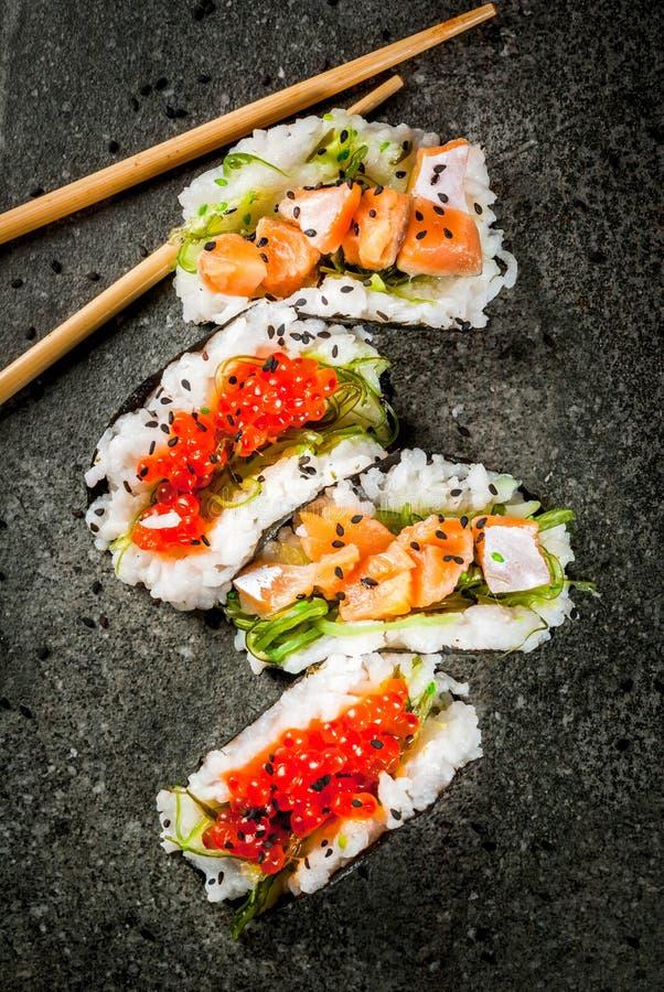 Mini tacos de sushi photographie stock libre de droits