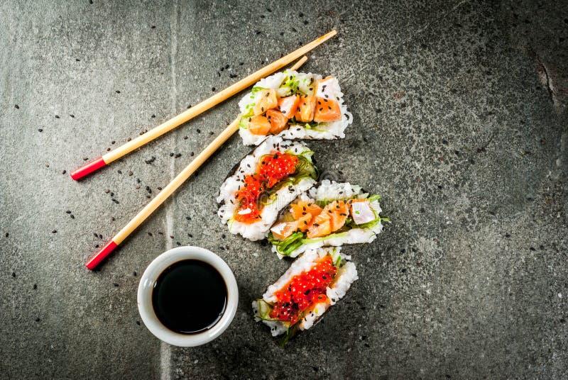 Mini tacos del sushi fotos de archivo libres de regalías