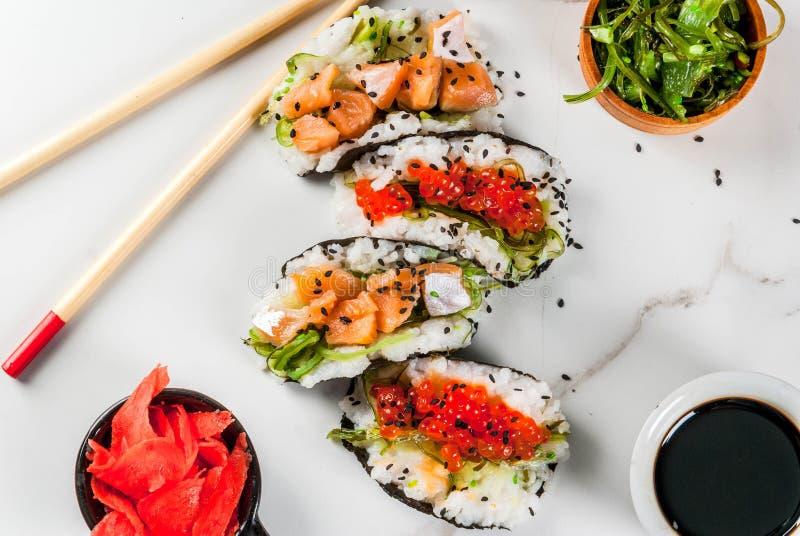 Mini tacos del sushi fotografía de archivo