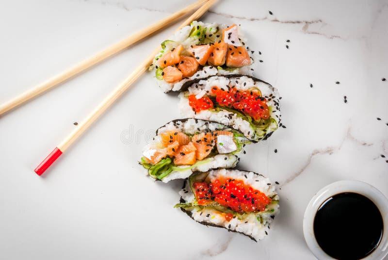 Mini tacos del sushi fotografía de archivo libre de regalías