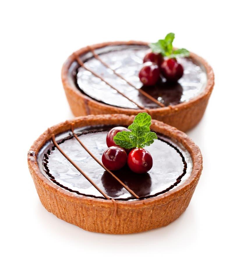 Mini tartas del chocolate aisladas en el fondo blanco fotografía de archivo libre de regalías