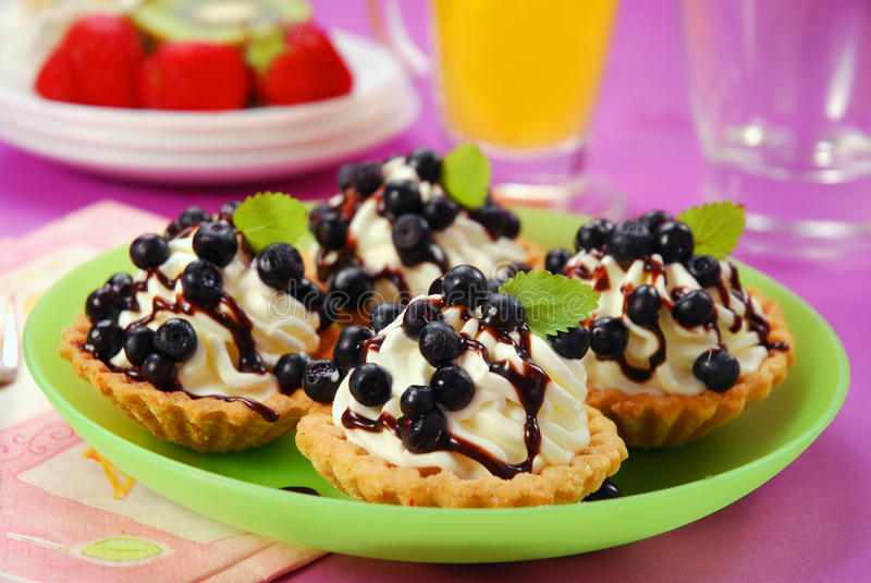 Mini tartlets de myrtille image stock