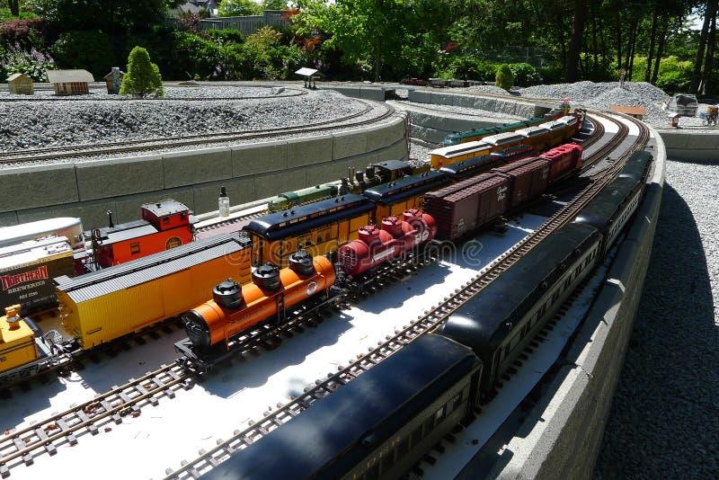 Mini Train Tracks und Züge lizenzfreies stockbild