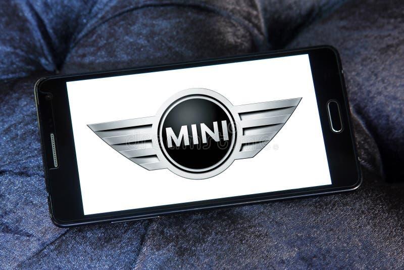 Mini- tunnbindarebillogo arkivfoton
