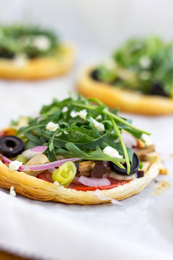 Mini Vegetarian Puff Pastry Pizzas foto de archivo