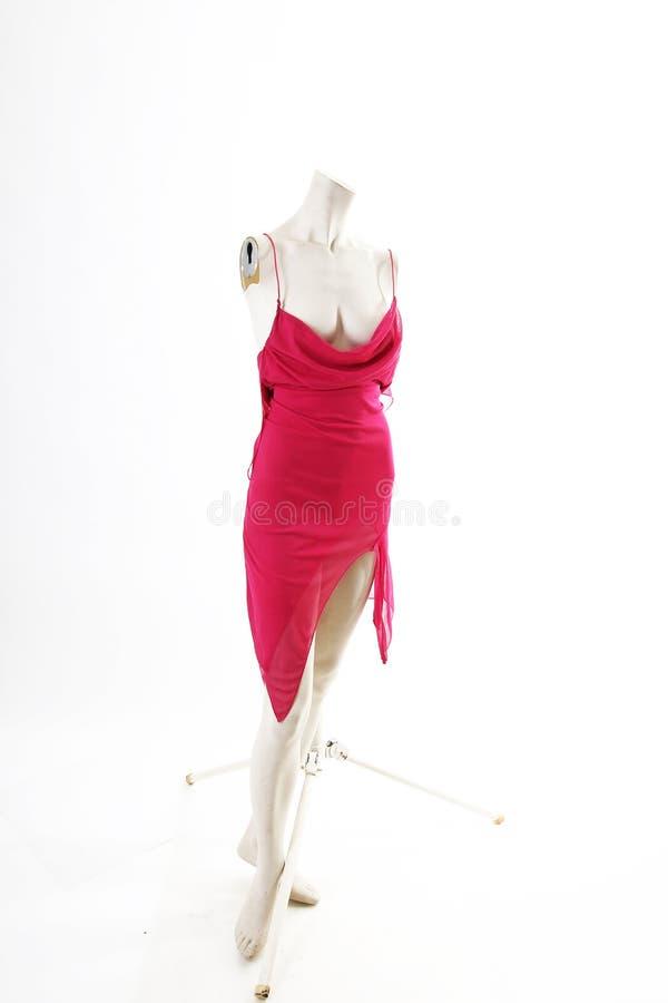 Mini vestido rosado corto en la exhibición completa del body shop del maniquí Estilos de la moda de la mujer, ropa en el fondo bl fotos de archivo libres de regalías