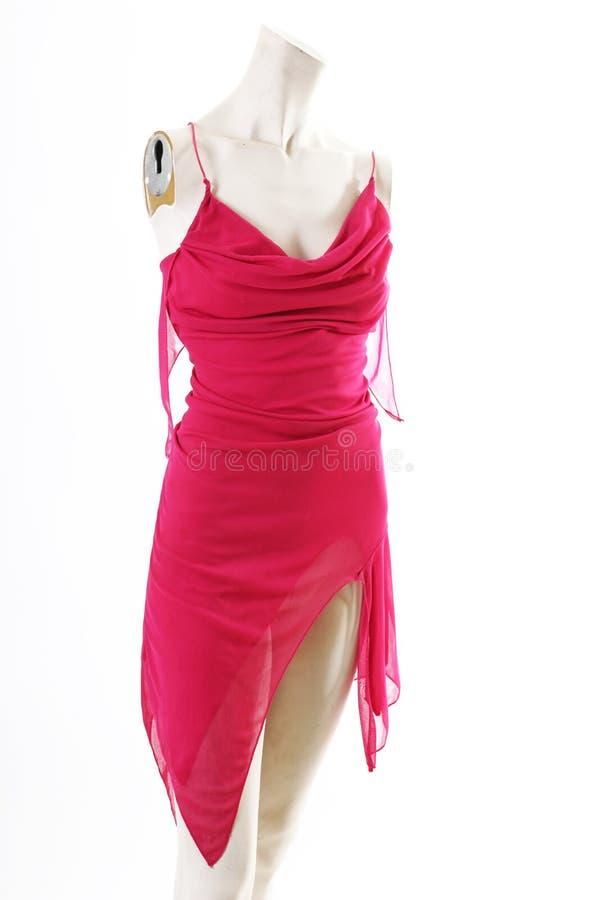 Mini vestido rosado corto en la exhibición completa del body shop del maniquí Estilos de la moda de la mujer, ropa en el fondo bl fotos de archivo