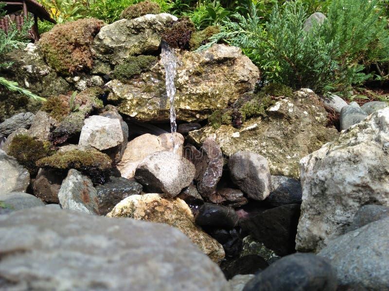 Mini-Wasserfall stockfotografie