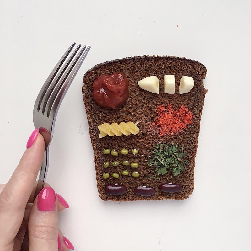 Miniatura de la dieta en un pedazo de pan imagen de archivo libre de regalías