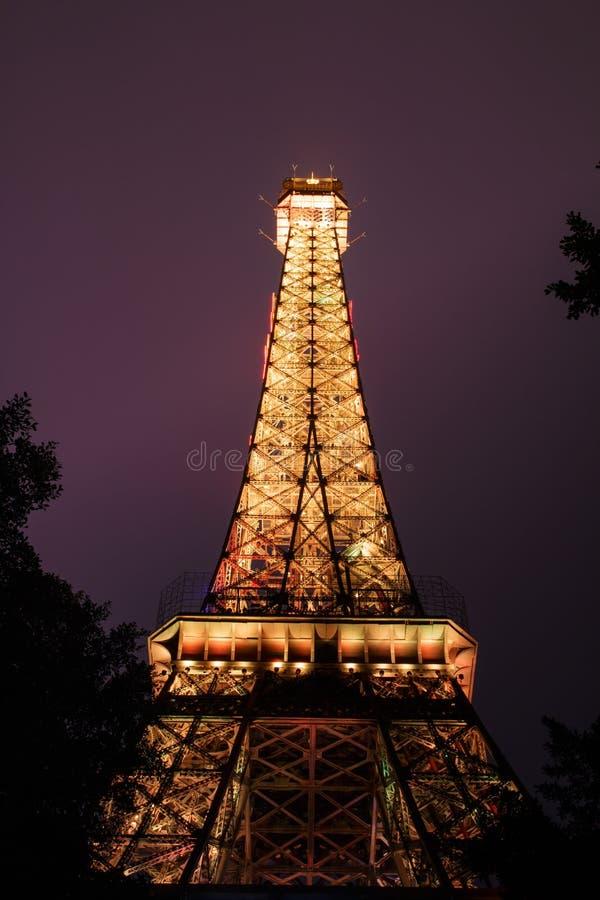 Miniatura de la torre de Effiel en la noche fotos de archivo libres de regalías