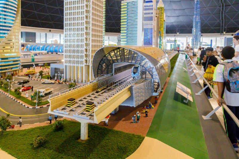 Miniatura de Lego de Sheikh Zayed Road Metro Station en Miniland de Legoland fotos de archivo