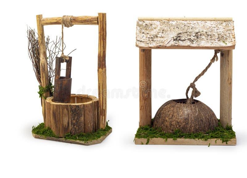 Miniatura de madeira Bem isolada sobre fundo branco, itens decorativos de Natal isolados sobre fundo branco, Caminho de recorte i fotografia de stock royalty free