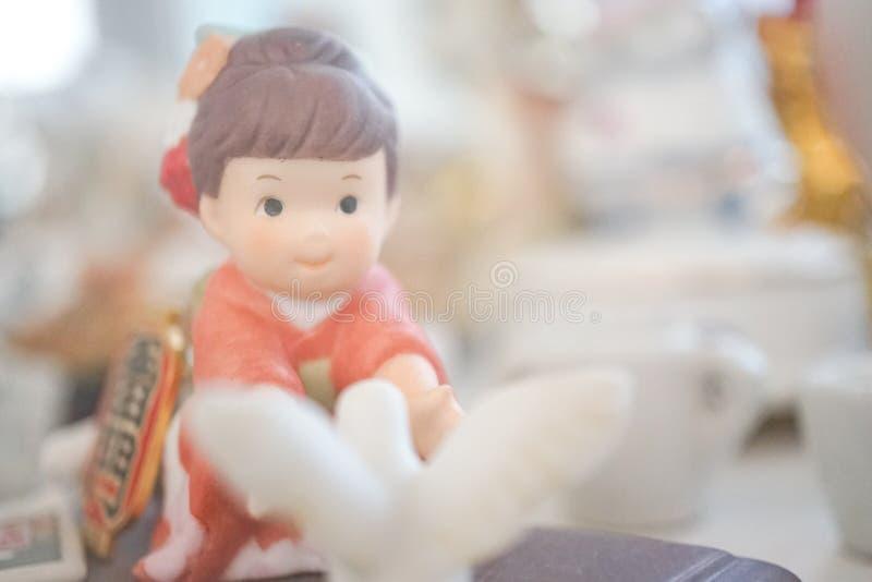 soñar con personas en miniatura