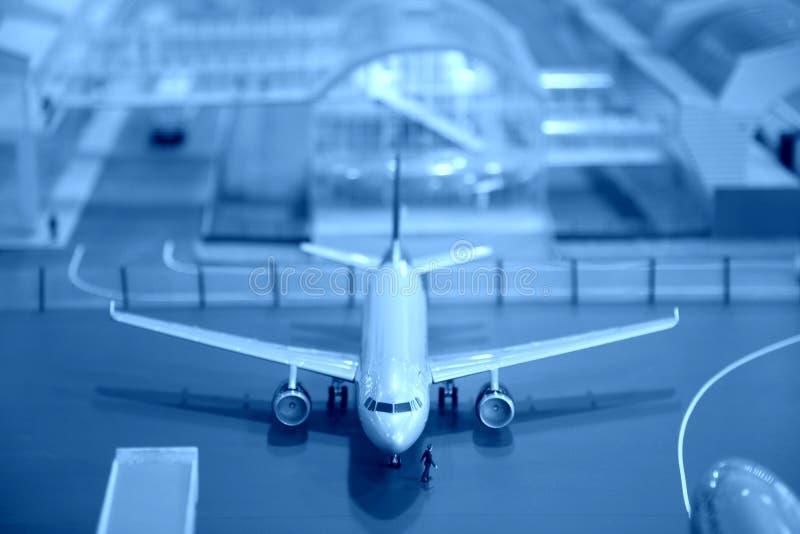 Miniatura Del Aeroplano En El Aeropuerto Imagen de archivo libre de regalías