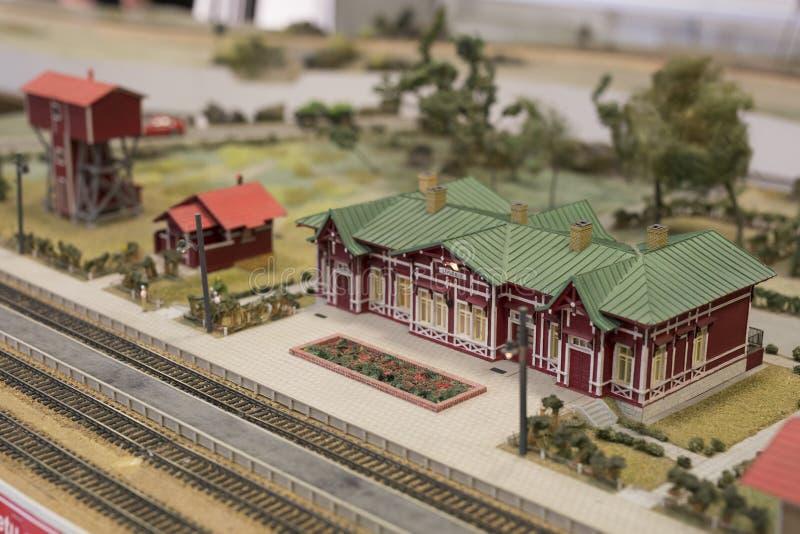 Miniatura del ferrocarril Modelo de la estación de ferrocarril retra fotos de archivo libres de regalías