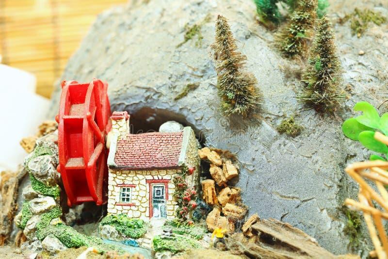 Miniatura del modelo del watermill y de la casa imagen de archivo libre de regalías