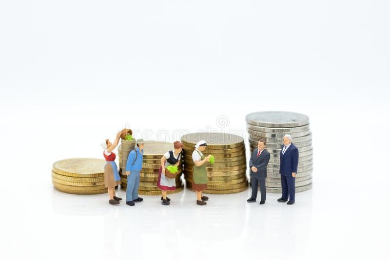 Miniature people: Buy product from merchant middlemen to sell to the market launch. Image use for economic administration, market. Ing business concept stock photo