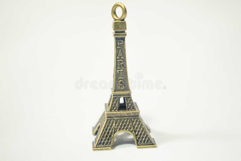 Miniatureiffelturm lokalisiert auf einem weißen Hintergrund stockbild