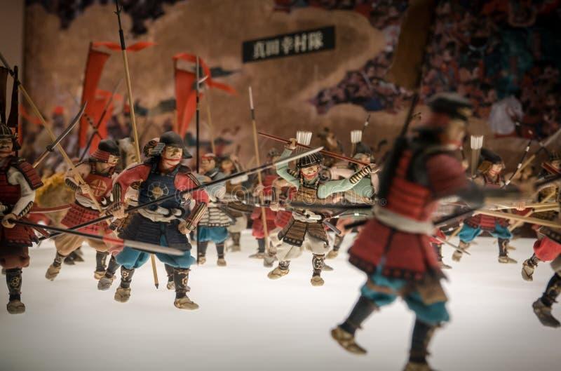 Miniaturen van traditionele Japanse militairen in Osaka Castle stock afbeeldingen