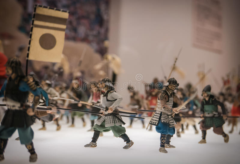 Miniaturen van traditionele Japanse militairen in Osaka Castle stock foto