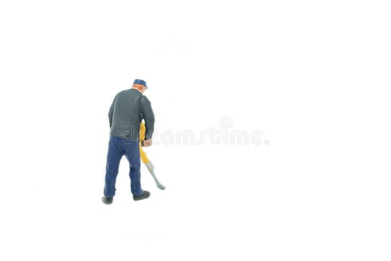 Miniaturleute spüren Arbeitskraftkonzept auf weißem Hintergrund mit auf stockfotografie