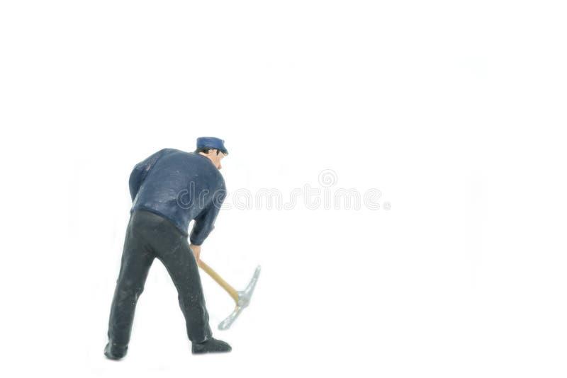 Miniaturleute spüren Arbeitskraftkonzept auf weißem Hintergrund mit auf stockfoto
