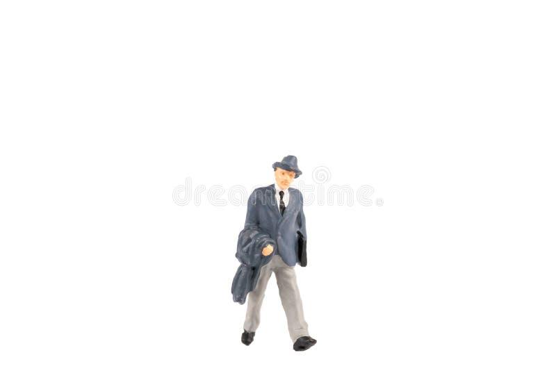Miniaturleutegeschäftsreisender auf Hintergrund mit Raum für lizenzfreie stockfotos