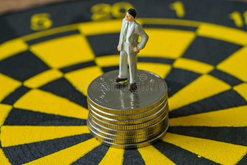 Miniaturowy biznesowy pojęcie jak postać biznesmen pozycja dalej fotografia royalty free