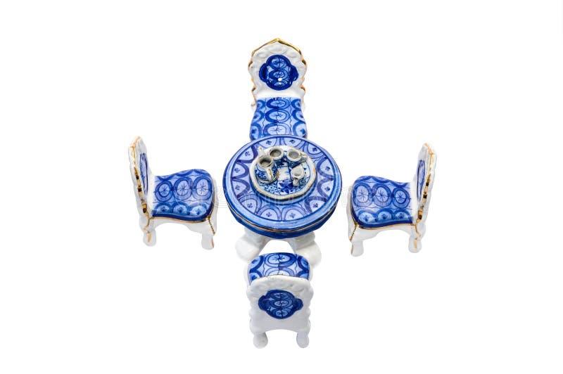 Miniaturowy ceramiczny antykwarski łomota stół fotografia royalty free