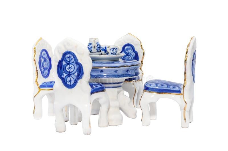 Miniaturowy ceramiczny antykwarski łomota stół zdjęcia royalty free