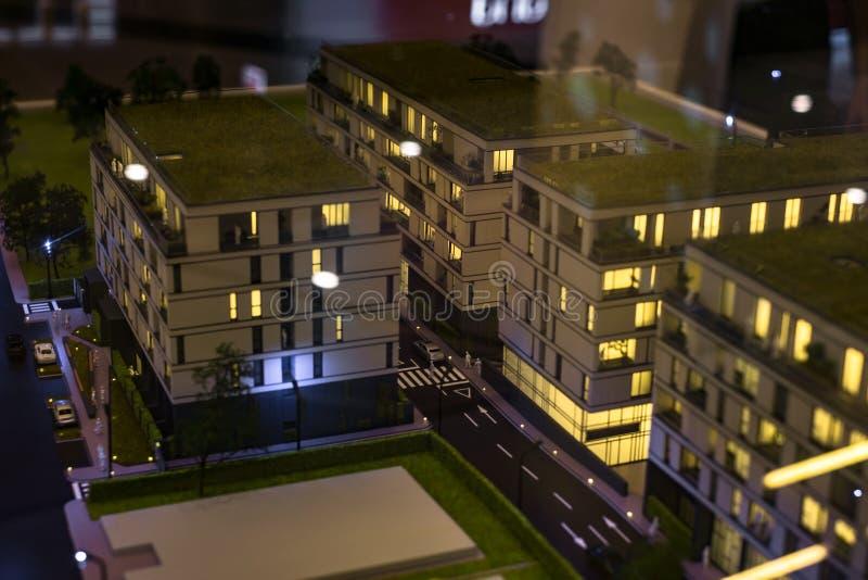 Miniaturowy miasto z kompleks apartamentów budynkiem fotografia stock