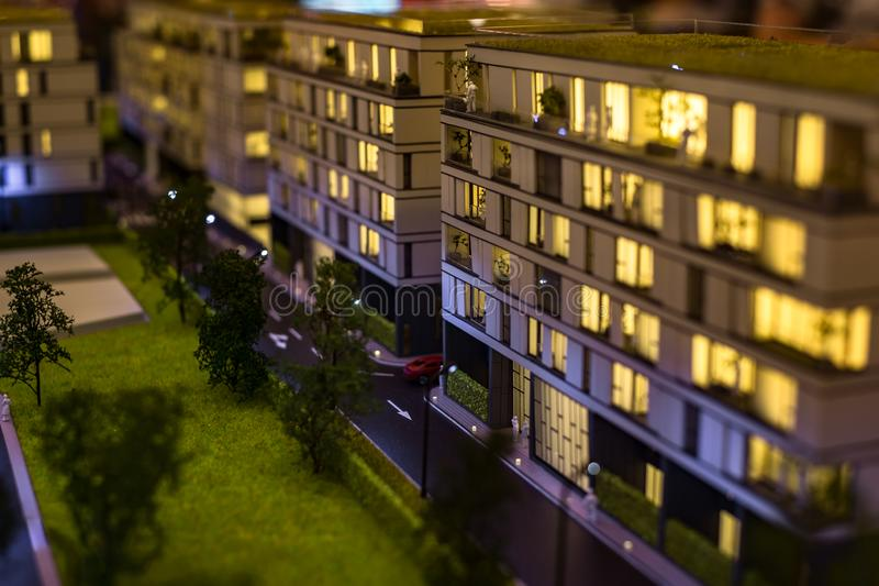 Miniaturowy miasto z kompleks apartamentów budynkiem zdjęcia stock