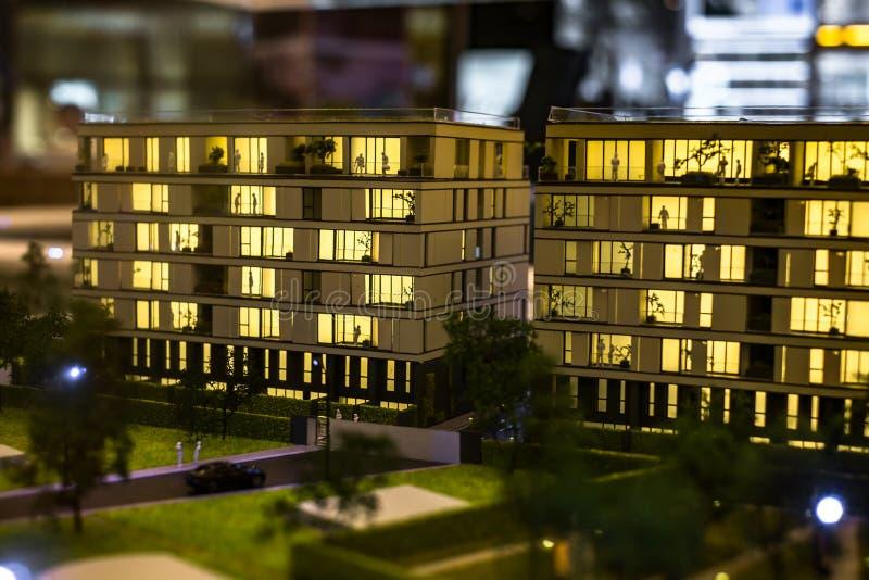 Miniaturowy miasto z kompleks apartamentów budynkiem zdjęcie royalty free