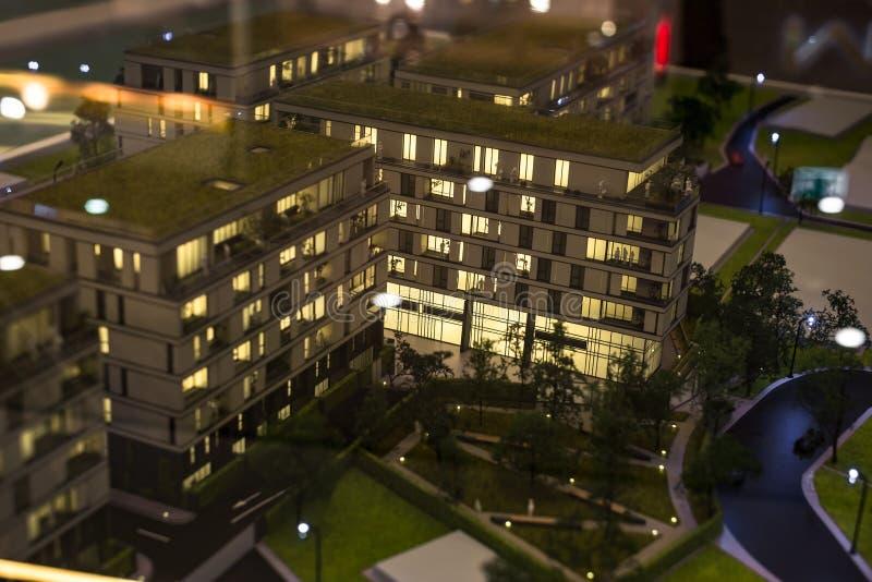 Miniaturowy miasto z kompleks apartamentów budynkiem zdjęcia royalty free