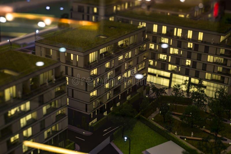 Miniaturowy miasto z kompleks apartamentów budynkiem obraz stock