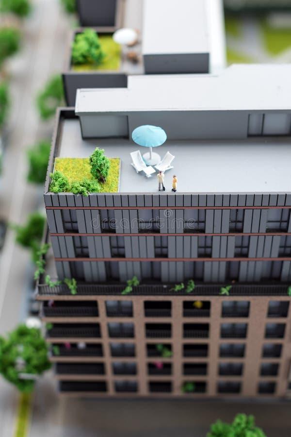 Miniaturowy model, miniatura zabawkarscy budynki, samochody i ludzie, Miasta maquette fotografia royalty free